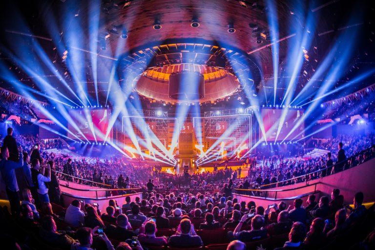 Licht- und Feuershow auf einem eSport event in Katowice